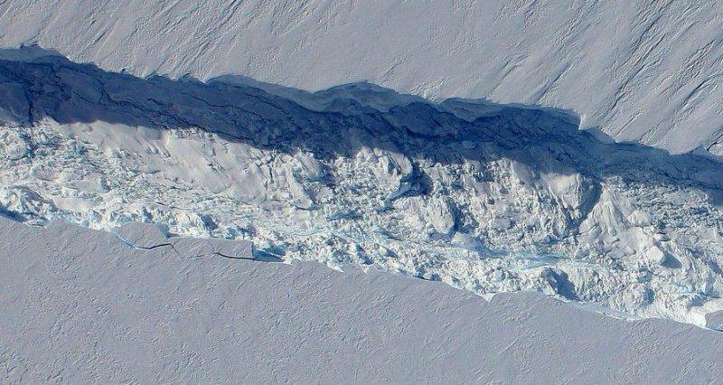 Трещина длиной 40 километров грозит научной станции вАнтарктиде