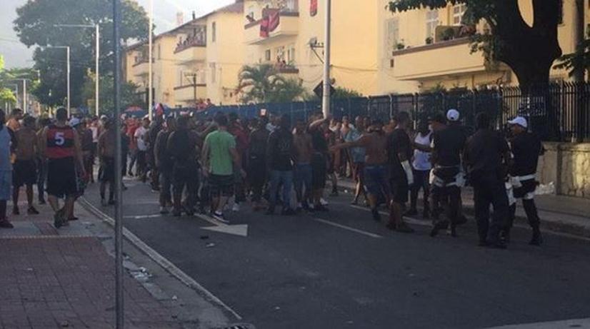 Поклонник умер впроцессе беспорядков перед матчем «Ботафого»— «Фламенго» вРио