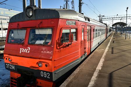Пассажирский поезд иэлектричка столкнулись назападе столицы