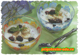 Холодный банановый суп на йогурте