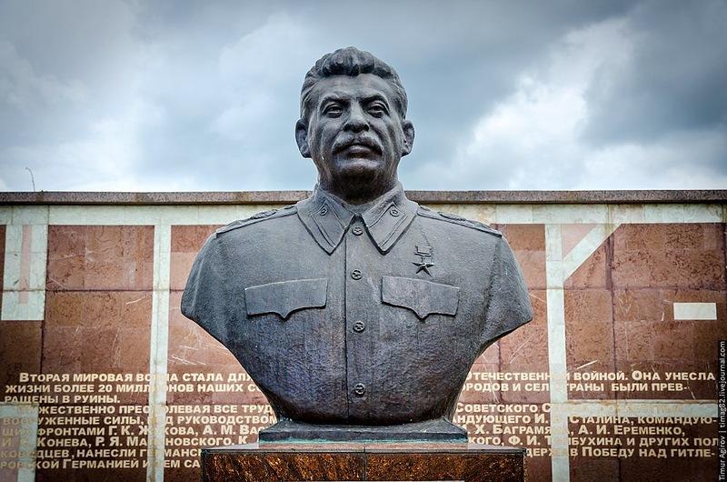 Владикавказ. Бюст открыт в конце декабря 2009-2.jpg
