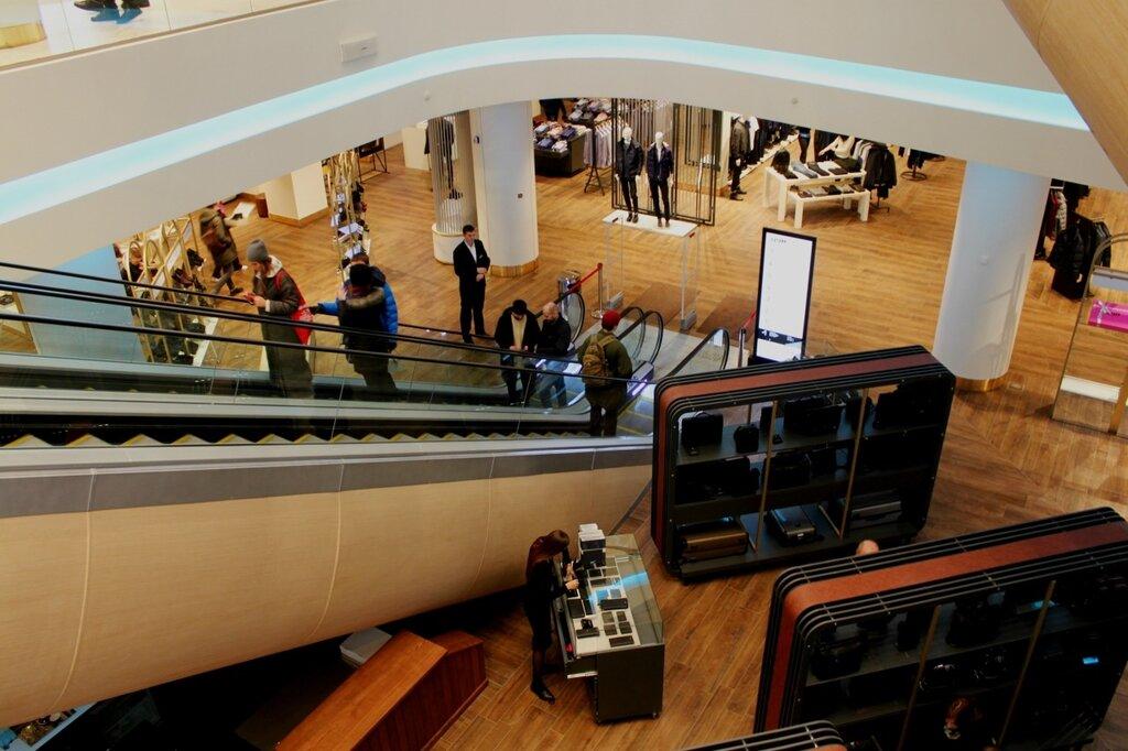 Эскалатор в подвальный этаж
