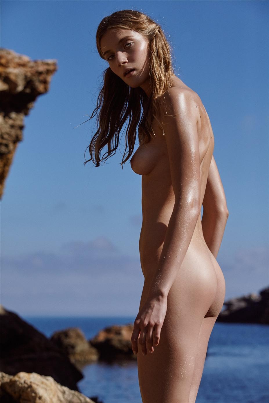 Обнаженные девушки на пляжах Ибицы / Ibiza Nudes by Diane Betties - Caro