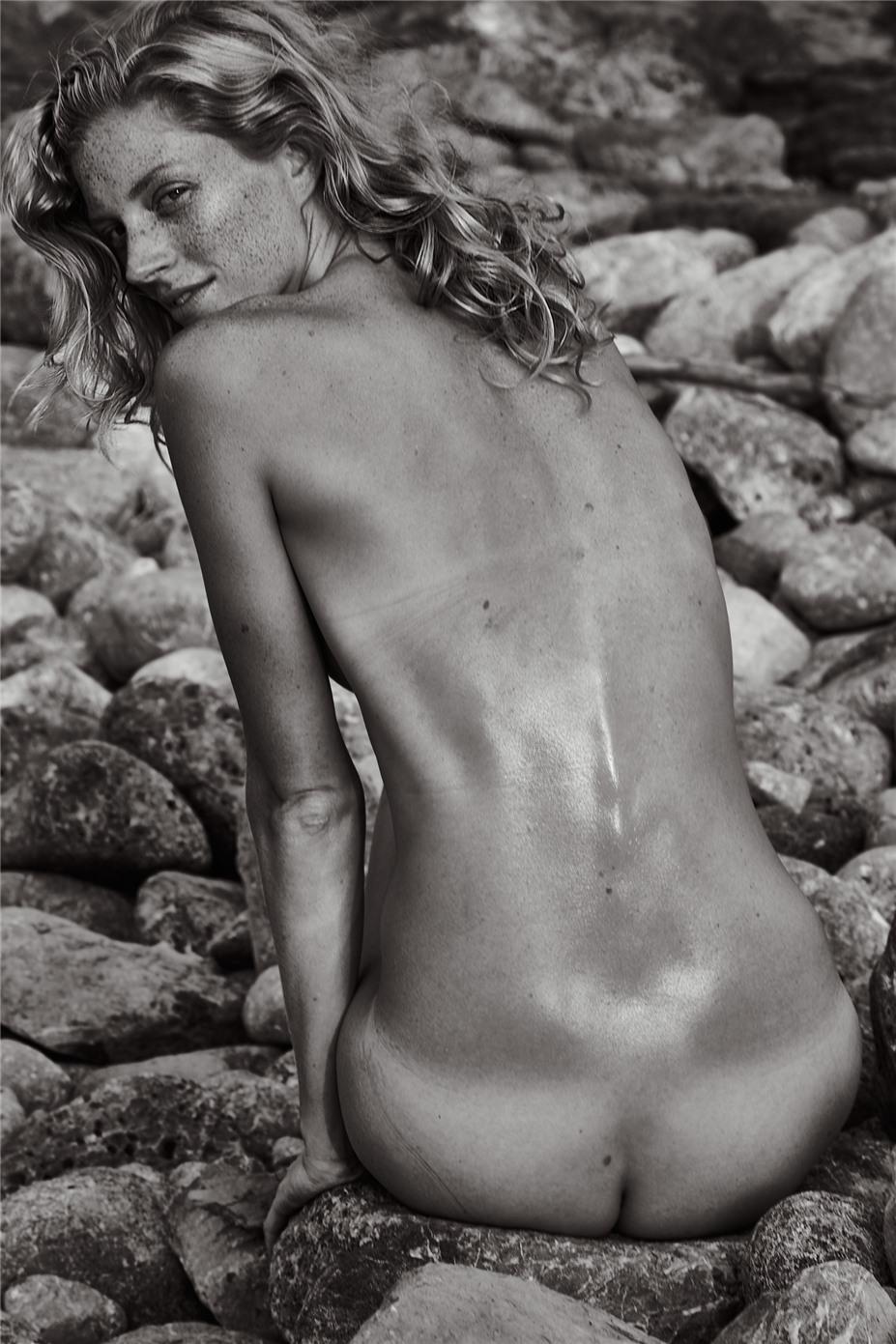 Обнаженные девушки на пляжах Ибицы / Ibiza Nudes by Diane Betties - Quinta Witzel