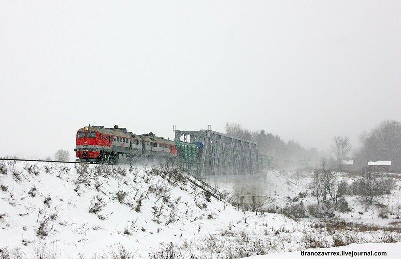 2М62У-0002 на перегоне Новодугинская - Сычёвка, мост через реку вазуза