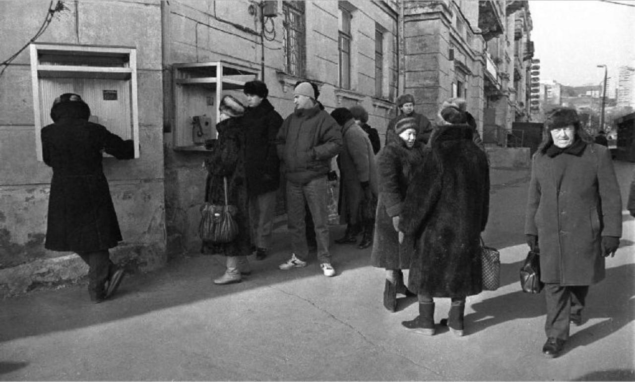 1992. Владивосток. Очередь в телефонную будку