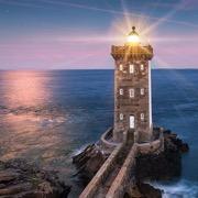 маяк в море
