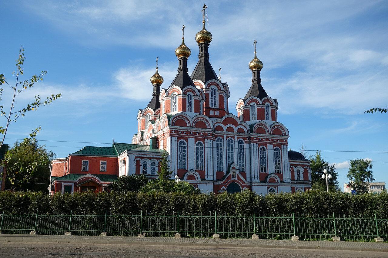 храм красный