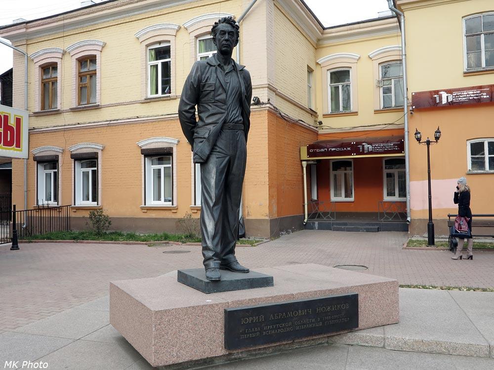 Памятник Ножикову
