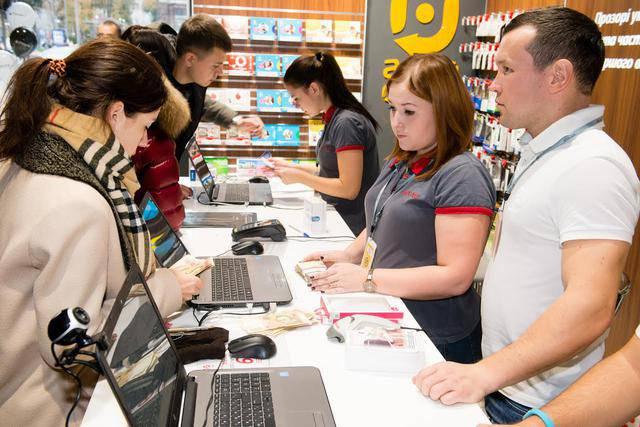 В Украине цены на официально привезенные IPhone 7 в день старта продаж оказались дешевле, чем на ввезенные нелегально