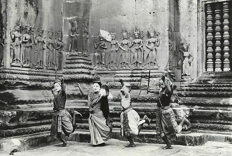 132-Apsara-dancer-Angkor.jpg