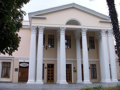 После жалоб нанедофинансирование театр имени Чехова передали властям— Ялта