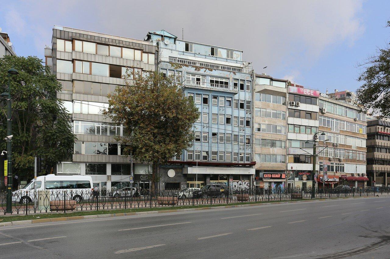 Стамбул, Кабаташ. Улица Мечес-и Мебусан (Meclis-i Mebusan Caddesi)
