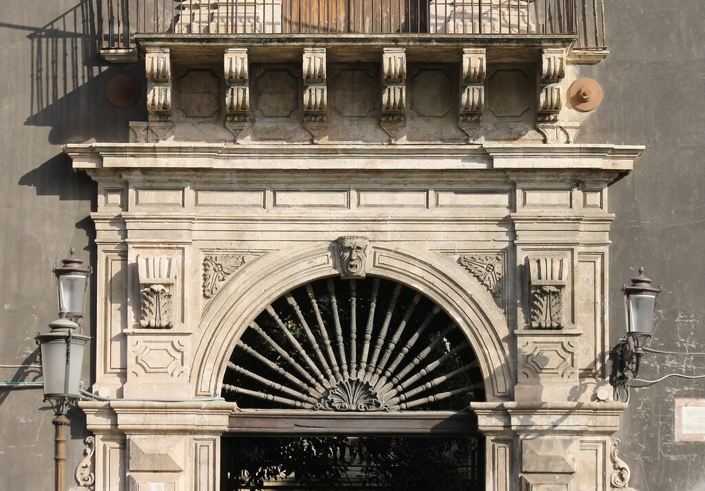 Катания. Дворец Теззано (Palazzo Tezzano)