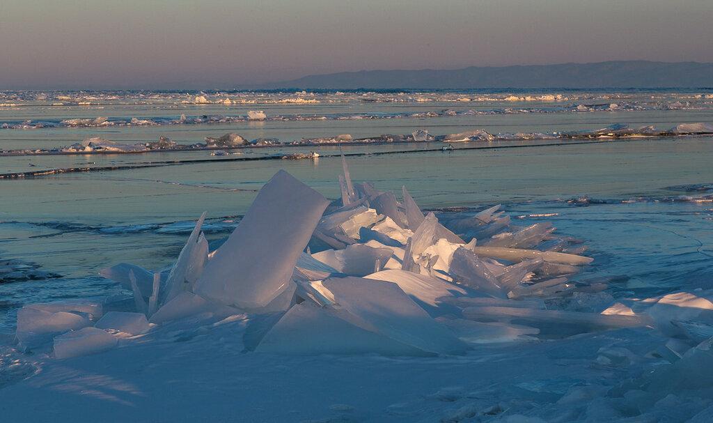 Байкал в марте. Последний луч солнца