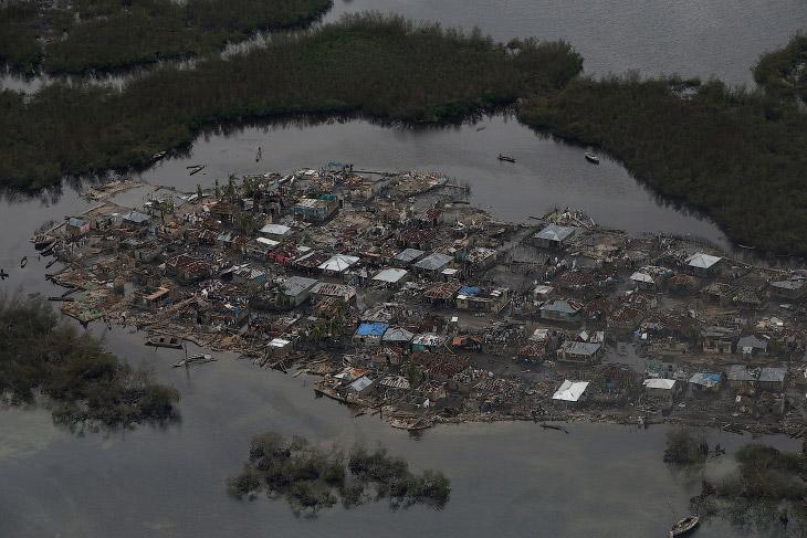 А еще, ураган — это название в метеорологической литературе бури со скоростью ветра больше 30 м/c.