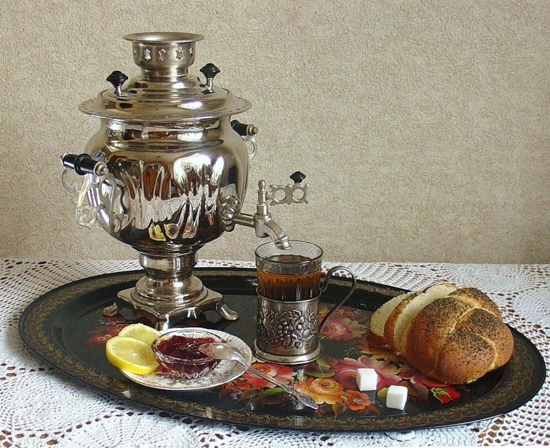 10. Россия Большинство россиян предпочитают крепкий черный чай с сахаром. Многие готовят его по бабу