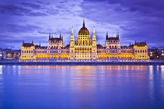 2. Устроить вечеринку в термальном бассейне Ни одна туристическая поездка в Будапешт не обходится бе