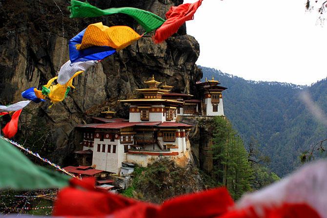 3. Бутан Не так просто попасть в эту страну в качестве туриста, ведь правительство строго контролиру