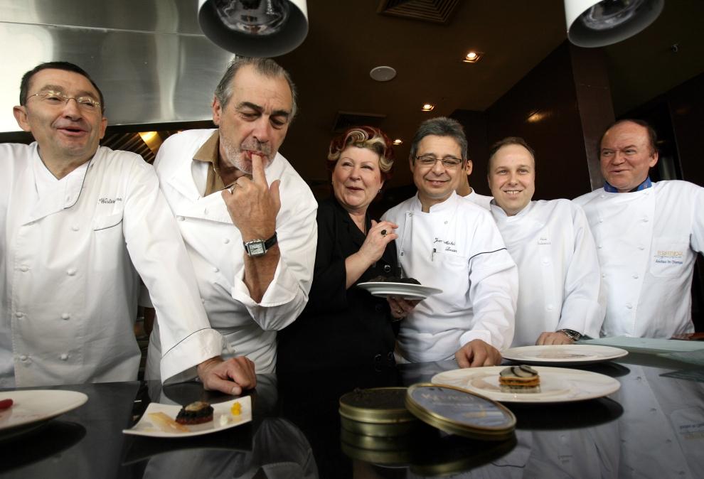 21. Всемирно известные шеф-повара готовят эксклюзивный ужин для богатых бизнесменов в Бангкоке. На с