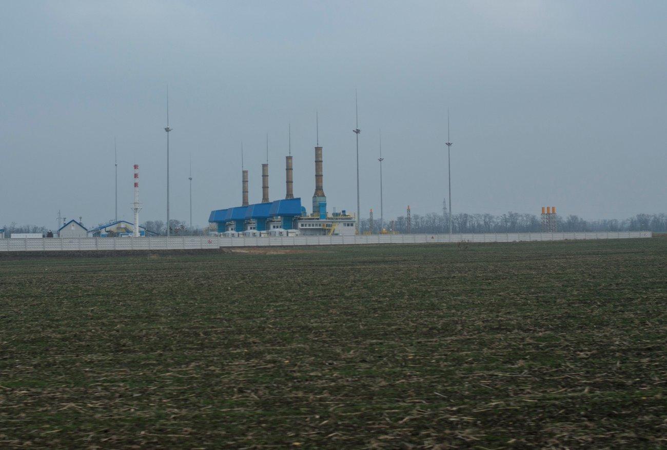 На компрессорной станции установлены четыре газоперекачивающих агрегата (ГПА), мощность каждого 12 М