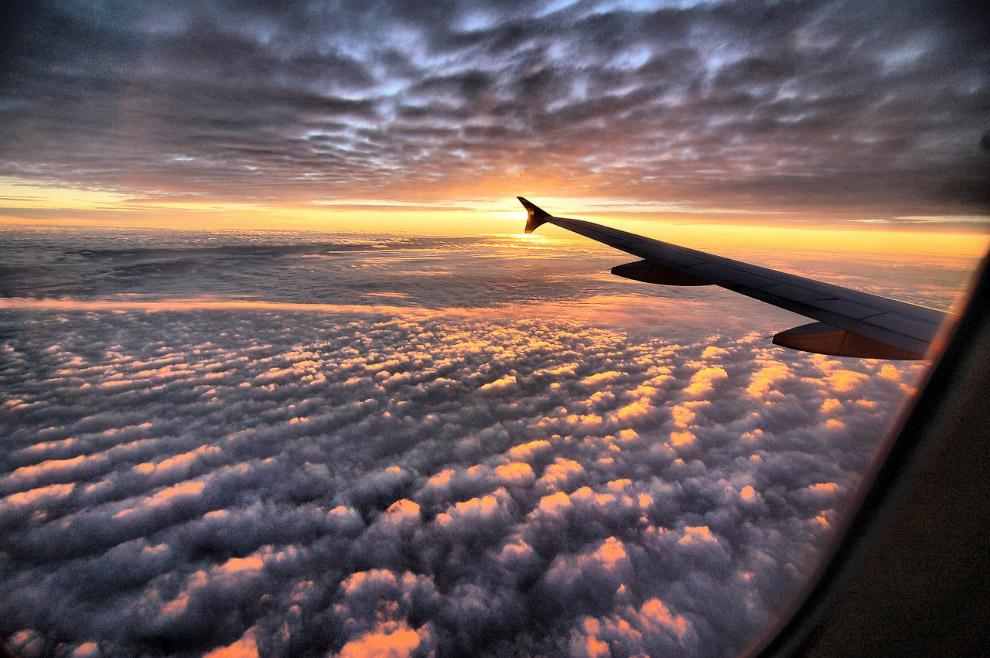Гора Килиманджаро. (Фото KYLE MIJLOF). Также смотрите « Земля из окна самолета в 2013 году ».