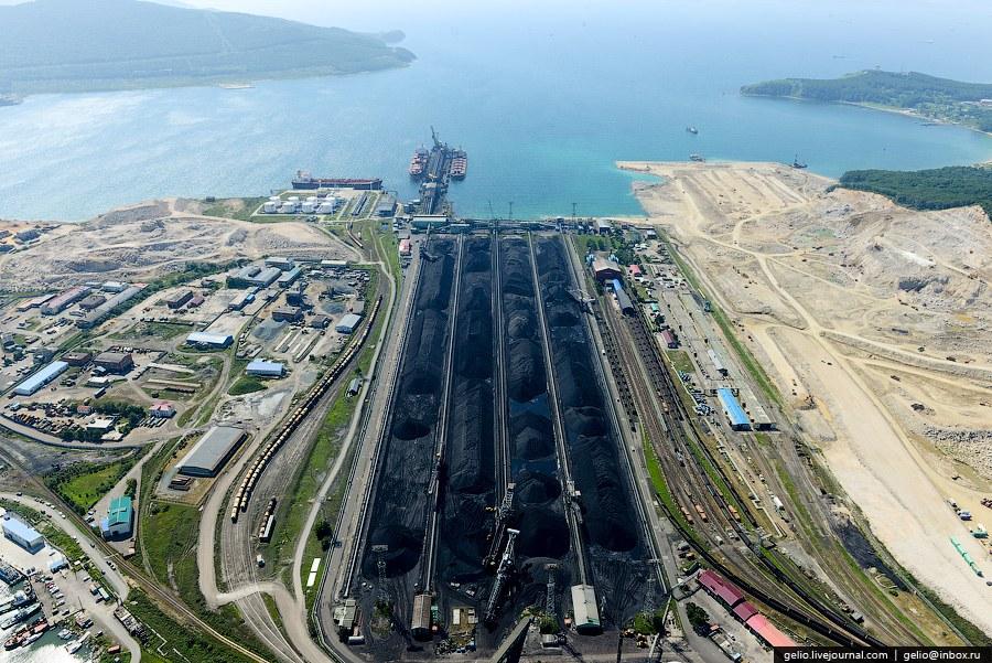 На складе угольного терминала ППК-3 функционируют 4 реклаймера и 2 стакера (заборщики угля):