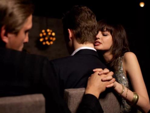 Ученые узнали, какие женщины впервую очередь изменяют своему партнеру