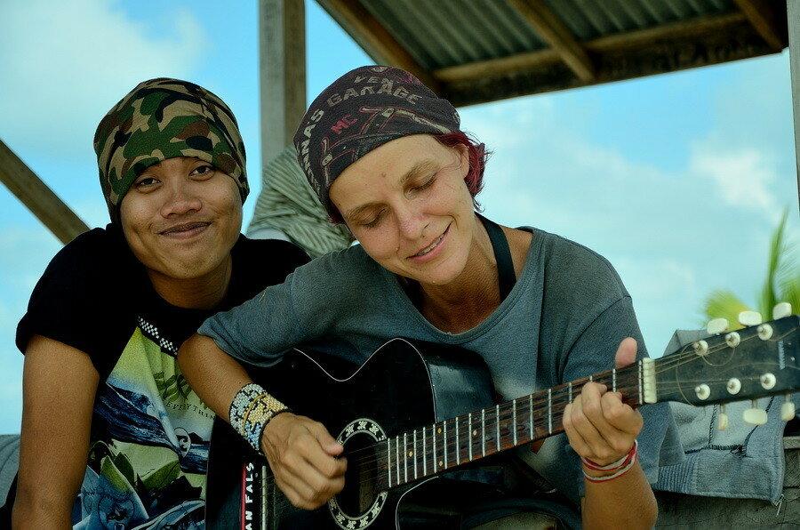 Анна с гитарой