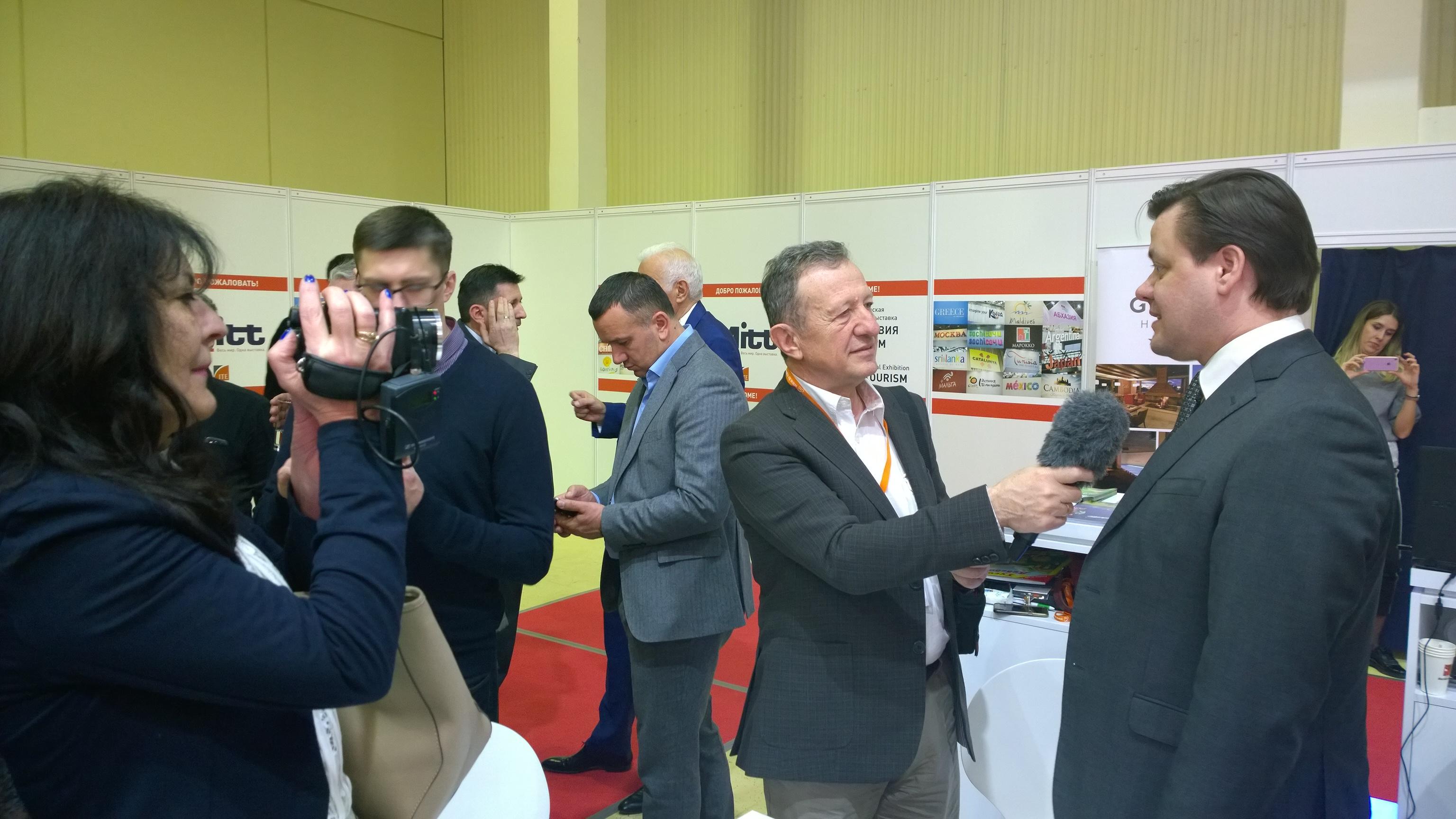 На открытии выставки присутствовал известный сербский ведущий Живорад Николич.