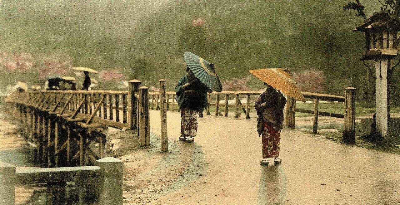 Киото. Две женщины в дождливый день
