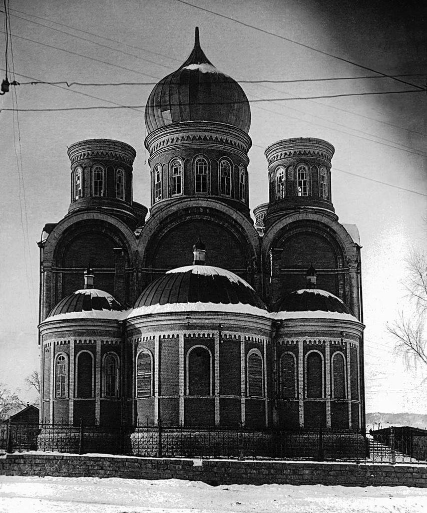 Юрюзань. «Обезглавленное» здание церкви Рождества Христова. 1937