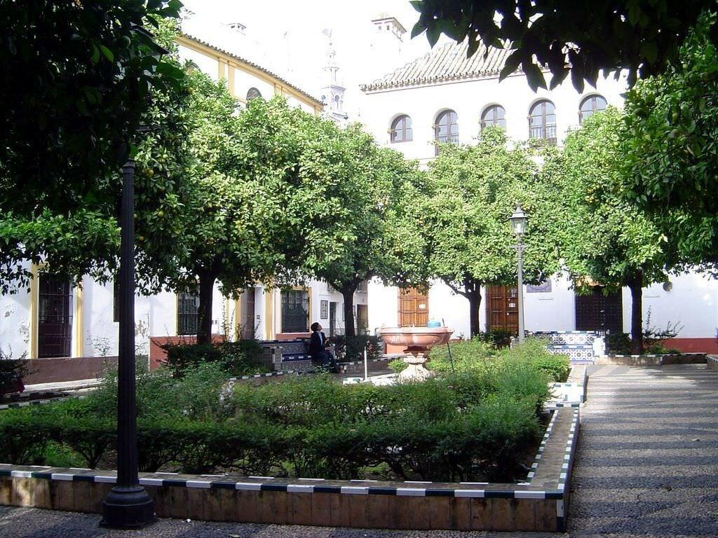 Plaza-Dona-Elvira.jpg