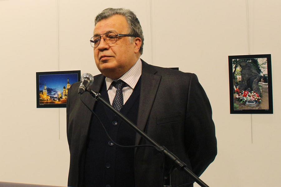 Андрей Карлов, посол России в Турции, перед убийством, Ecenur Colak, Anadolu Agency.png