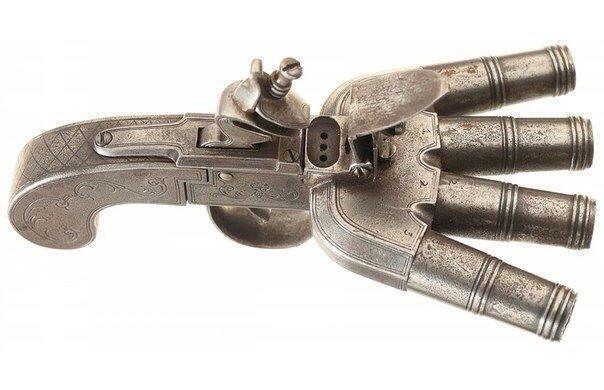 Британский кремневый залповый пистолет Duck Foot, XIX век.jpg