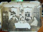 Слева протоиерей Василий Груздев в центре сидит его дочь Екатерина.jpg
