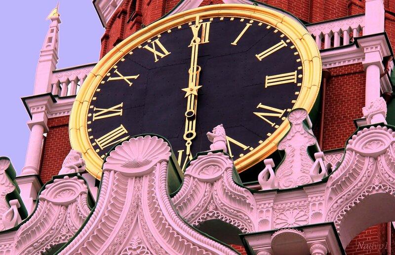Бьют часы на Спасской башне...