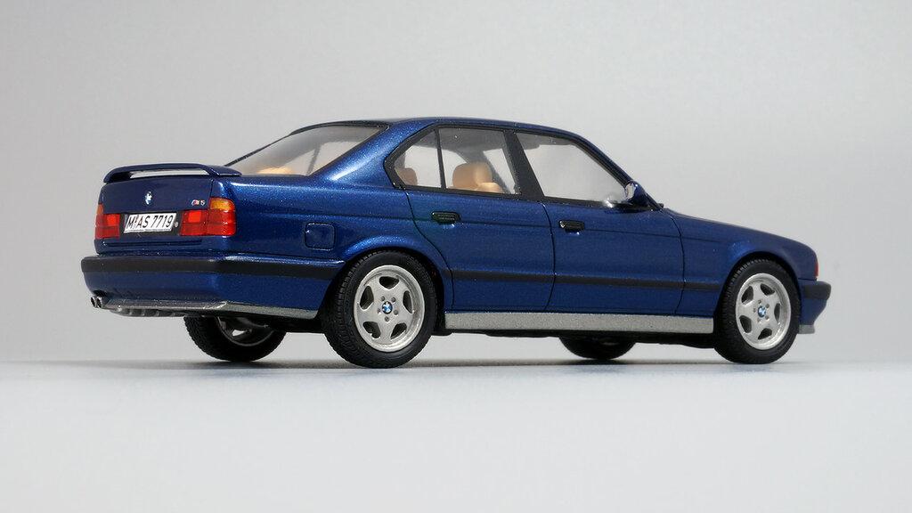 BMW_M5_E34_06.jpg