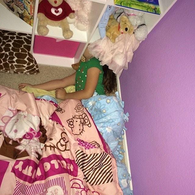 Эх, вот бы нам спать так же сладко, как спят эти 14 малышей. Нам бы в детство! Главное — не засн