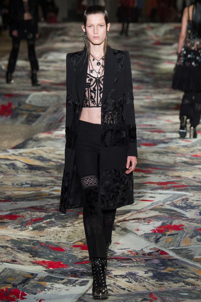 Неделя моды в Париже: Alexander McQueen весна 2017