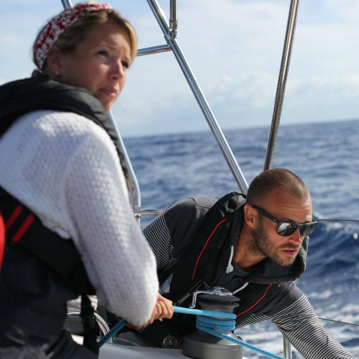 Молодая пара бросила престижную работу, купила яхту и уплыла в закат
