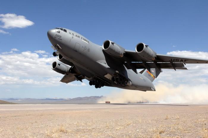 5. ВВС США обычно используют C-17A Globemaster для перевозки грузов и войск, тактических миссий и сб