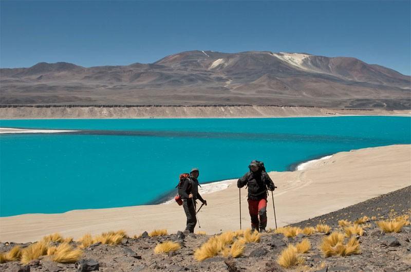 5. Свое название вулкан получил благодаря лагунам Охос-дель-Саладо, название которых с испанского пе