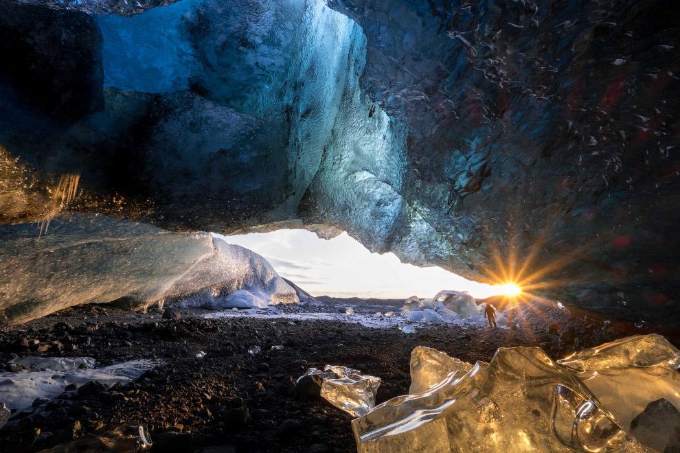 8. Еще несколько фотографий самого большого ледника по объему льда в Европе. (Фото Einar Runar