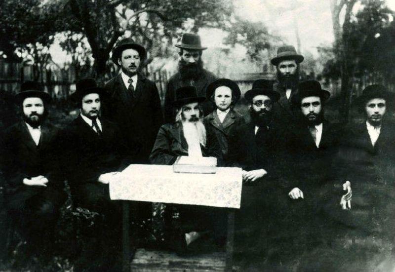 13. Евреи Евреи — один из самых загадочных из ныне живущих народов. Долгое время считалось, что само