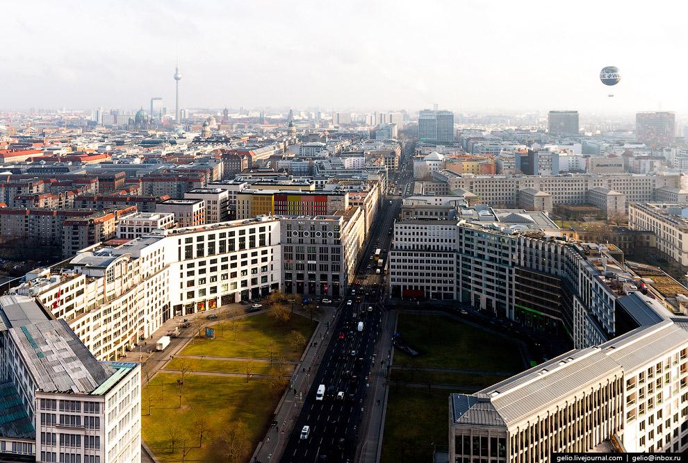 12. BahnTower — высотное здание на Потсдамской площади, штаб-квартира железнодорожного холдинга
