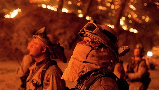 Десятки человек могут находиться вобъятом пламенем ночном клубе вСША