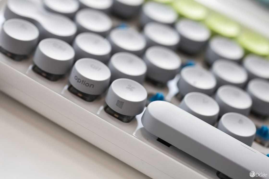 Lofree Keyboard - A retro and elegant mechanical keyboard