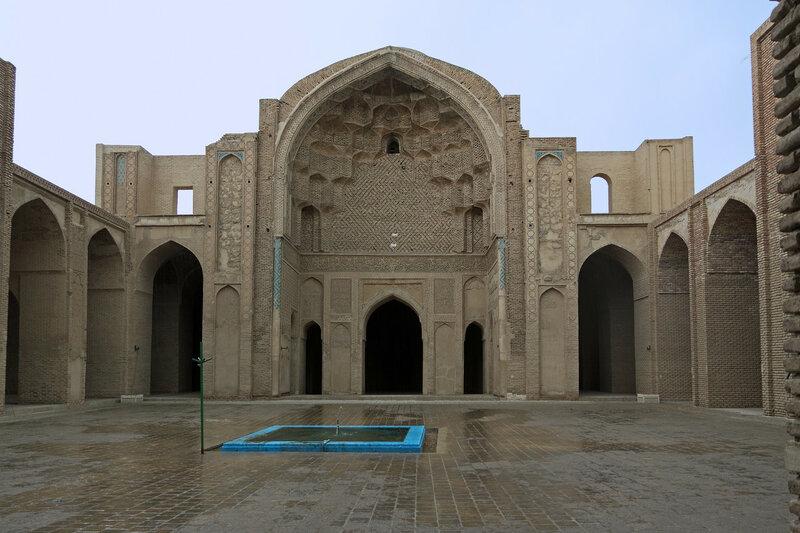 Двор Джума мечети