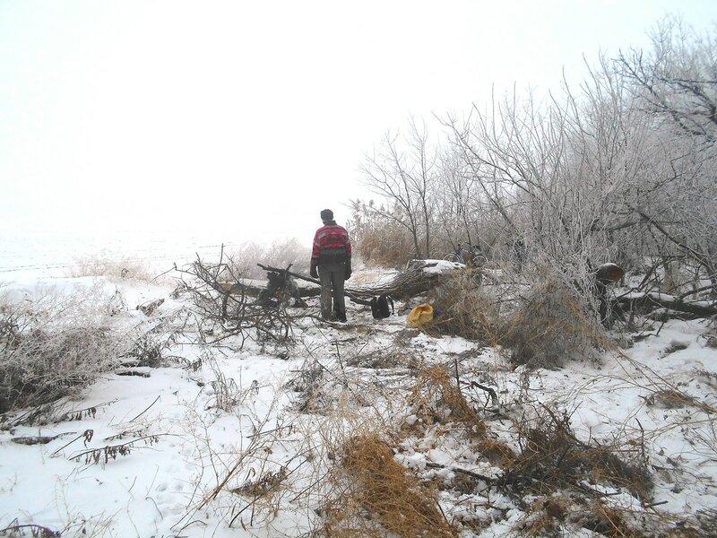 За костром смотрим ... В походе декабрьском, снежно-туманном,
